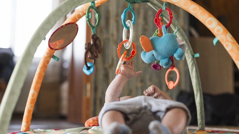 Sprawdzone prezenty dla nowonarodzonego dziecka znajomych.